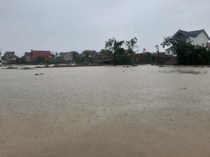 Mưa lớn, hàng ngàn nhà dân ở Nghệ An bị ngập sâu - Ảnh 19.