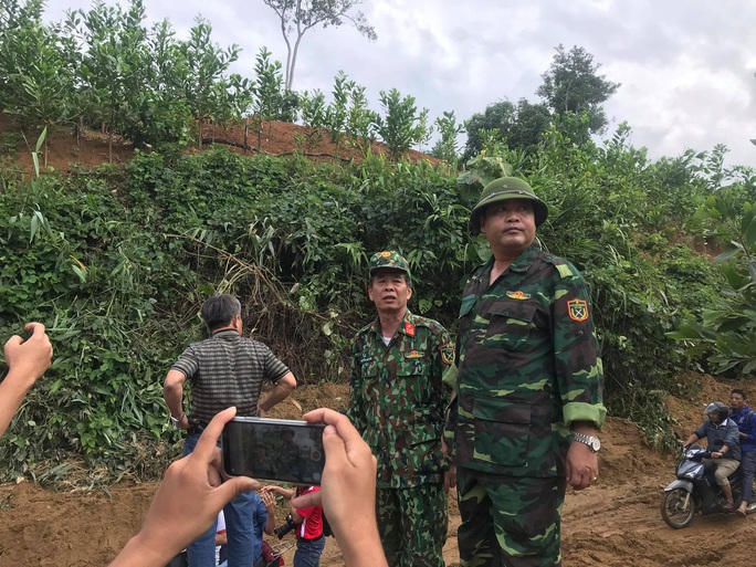 13 người bị vùi lấp ở Phước Sơn: Phóng viên Báo Người Lao Động ghi nhận hình ảnh sạt lở vào hiện trường - Ảnh 1.