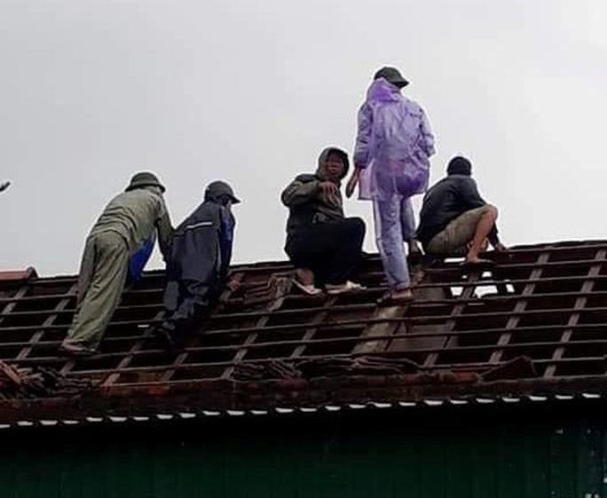 Chưa đầy 1 phút, trận lốc xoáy làm tốc mái 29 nhà dân - Ảnh 4.