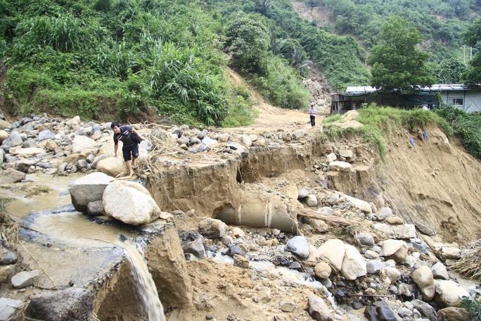 Không thể tìm kiếm những người mất tích tại Phước Sơn bằng thủ công - Ảnh 2.