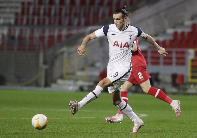 Hậu vệ trượt chân, Tottenham vuột ngôi đầu bảng Europa League - Ảnh 1.