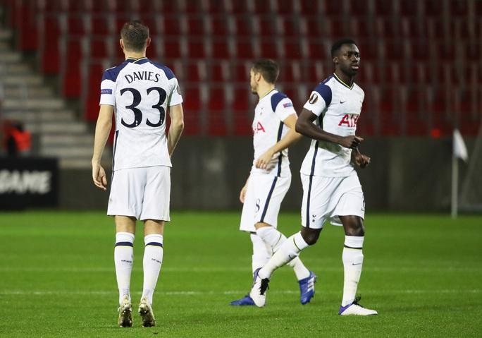 Hậu vệ trượt chân, Tottenham vuột ngôi đầu bảng Europa League - Ảnh 3.
