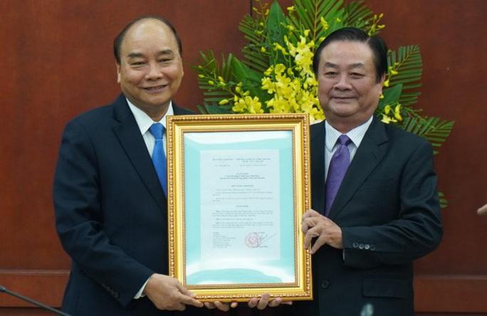 Thủ tướng trao quyết định bổ nhiệm cho ông Lê Minh Hoan - Ảnh 1.
