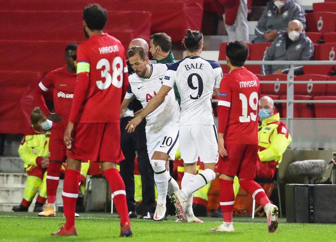 Hậu vệ trượt chân, Tottenham vuột ngôi đầu bảng Europa League - Ảnh 6.