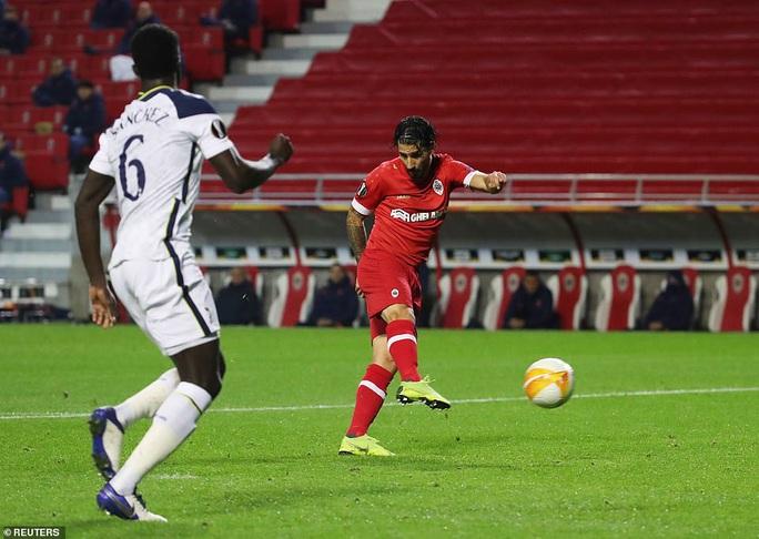 Hậu vệ trượt chân, Tottenham vuột ngôi đầu bảng Europa League - Ảnh 4.