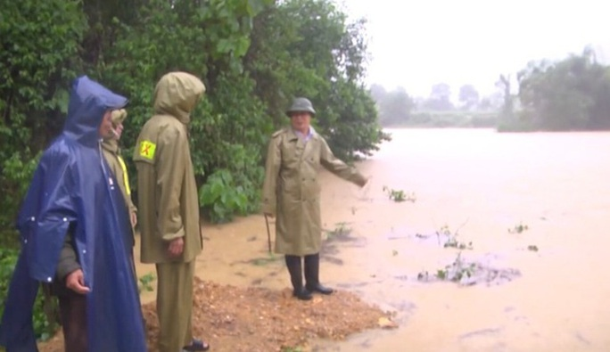 Mưa lớn, hàng ngàn nhà dân ở Nghệ An bị ngập sâu - Ảnh 9.