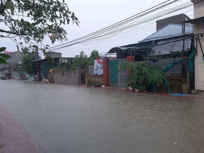 Mưa lớn, hàng ngàn nhà dân ở Nghệ An bị ngập sâu - Ảnh 5.