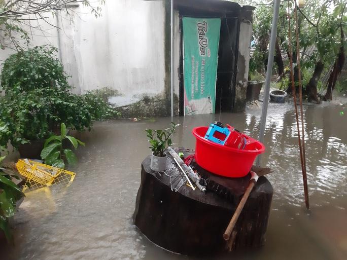 Mưa lớn, hàng ngàn nhà dân ở Nghệ An bị ngập sâu - Ảnh 8.