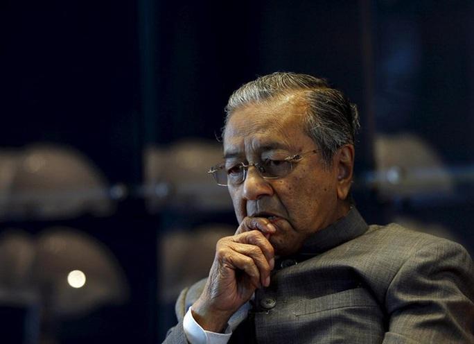 Cựu Thủ tướng Malaysia bình luận gây sốc sau vụ chặt đầu tại Pháp - Ảnh 1.