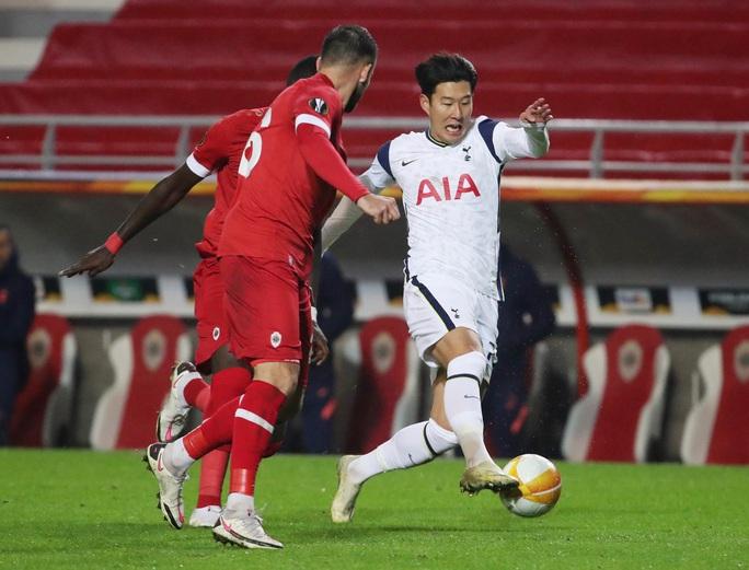 Hậu vệ trượt chân, Tottenham vuột ngôi đầu bảng Europa League - Ảnh 7.