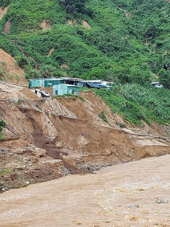 13 người bị vùi lấp ở Phước Sơn: Bí thư và Chủ tịch tỉnh Quảng Nam băng rừng đến hiện trường - Ảnh 8.