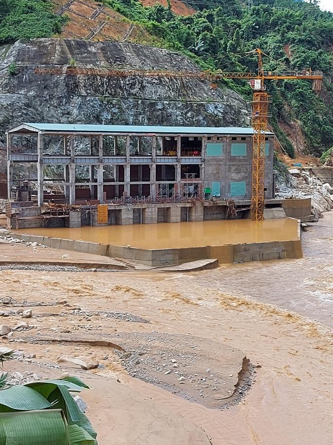 13 người bị vùi lấp ở Phước Sơn: Bí thư và Chủ tịch tỉnh Quảng Nam băng rừng đến hiện trường - Ảnh 9.