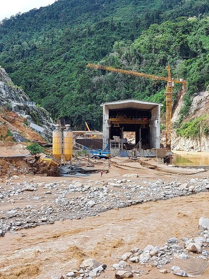 13 người bị vùi lấp ở Phước Sơn: Bí thư và Chủ tịch tỉnh Quảng Nam băng rừng đến hiện trường - Ảnh 10.