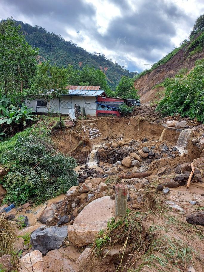 13 người bị vùi lấp ở Phước Sơn: Bí thư và Chủ tịch tỉnh Quảng Nam băng rừng đến hiện trường - Ảnh 12.