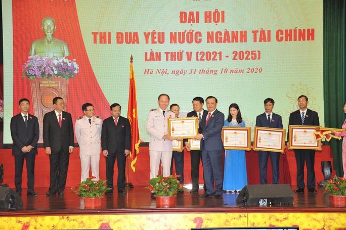 Cục trưởng Hải quan TP HCM nhận Huân chương Chiến công hạng nhất - Ảnh 1.