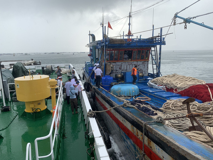 Rơi nước mắt cha con ngư dân Bình Định trùng phùng sau bão số 9 - Ảnh 3.