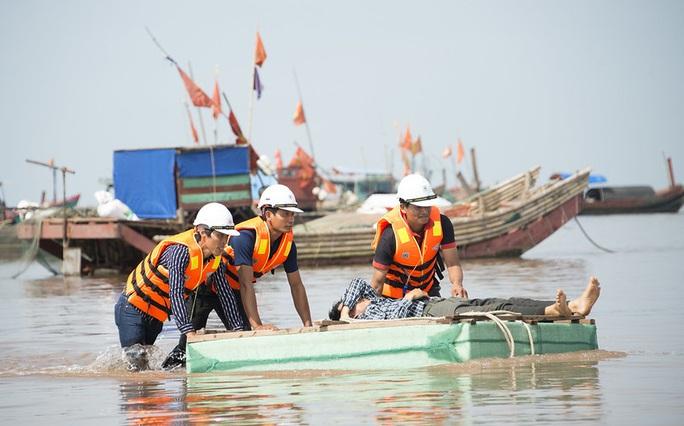 Mỹ hỗ trợ thêm 2 triệu USD giúp Việt Nam ứng phó lũ lụt miền Trung - Ảnh 1.