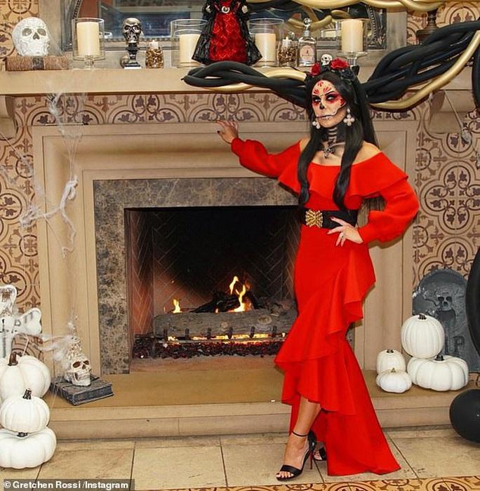 Sao hóa trang đủ kiểu mừng Halloween - Ảnh 1.