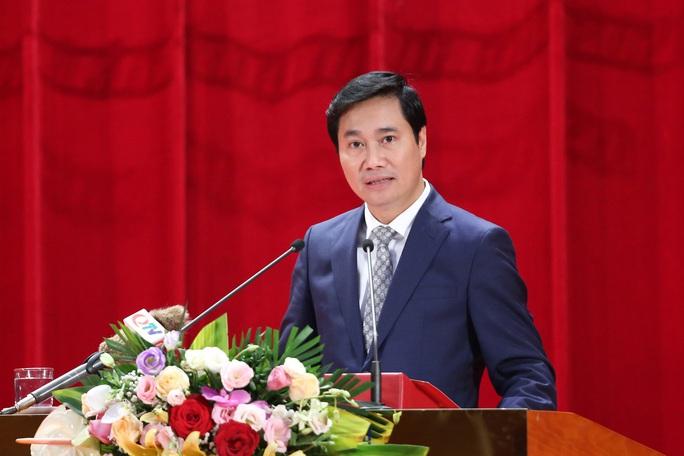 Tân Chủ tịch UBND tỉnh Quảng Ninh là tiến sĩ kinh tế - Ảnh 2.