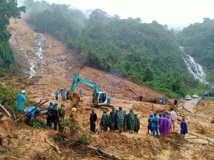 Quảng Bình: Tìm thấy thi thể 2 người dân bị sạt lở, vùi lấp ở rừng Thác Voi - Ảnh 1.