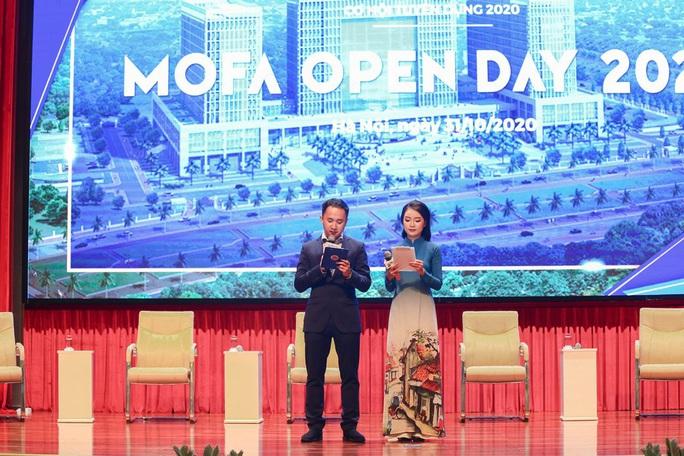 Lần đầu tiên Bộ Ngoại giao tổ chức giới thiệu tuyển dụng với hình thức mở - Ảnh 2.