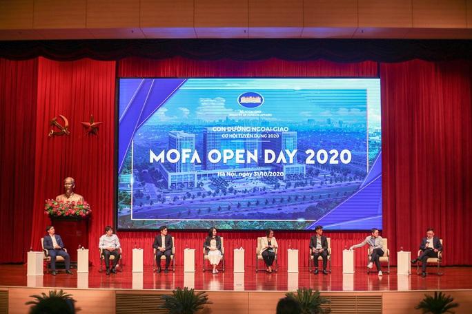 Lần đầu tiên Bộ Ngoại giao tổ chức giới thiệu tuyển dụng với hình thức mở - Ảnh 7.