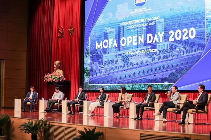 Lần đầu tiên Bộ Ngoại giao tổ chức giới thiệu tuyển dụng với hình thức mở - Ảnh 9.