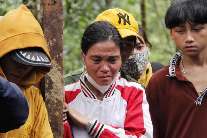 Thiếu tướng Nguyễn Đình Tiến: Dốc toàn lực tìm nạn nhân bị vùi lấp - Ảnh 8.