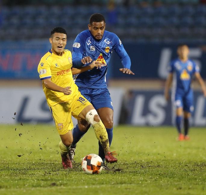 Thắng áp đảo nhưng CLB Quảng Nam vẫn phải xuống hạng - Ảnh 1.