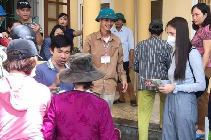 Hai tình huống pháp lý trong việc thôn thu lại tiền Thuỷ Tiên cứu trợ dân - Ảnh 1.