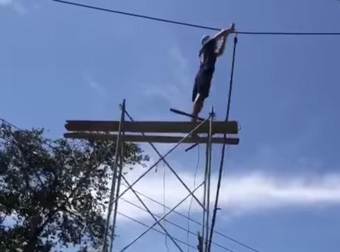 Kê giàn giáo lên cắt dây điện 22kv vì… đi ngang qua nhà - Ảnh 2.