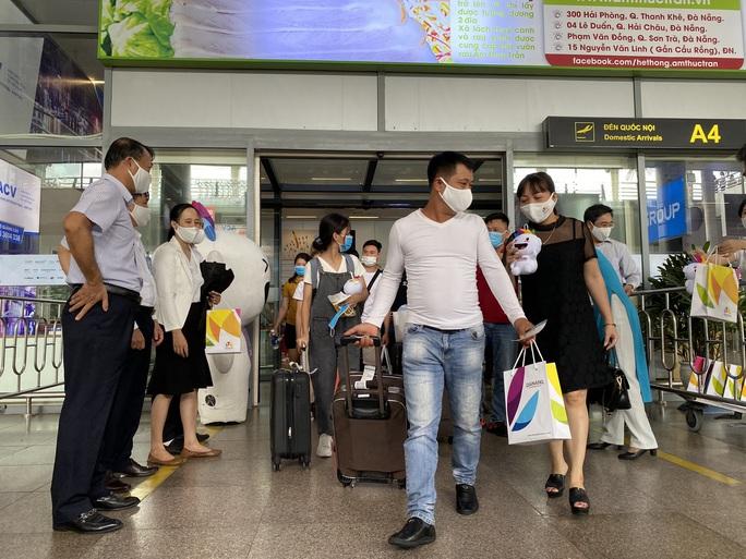 Đón đoàn khách du lịch đầu tiên đến Đà Nẵng sau dịch Covid-19 - Ảnh 3.
