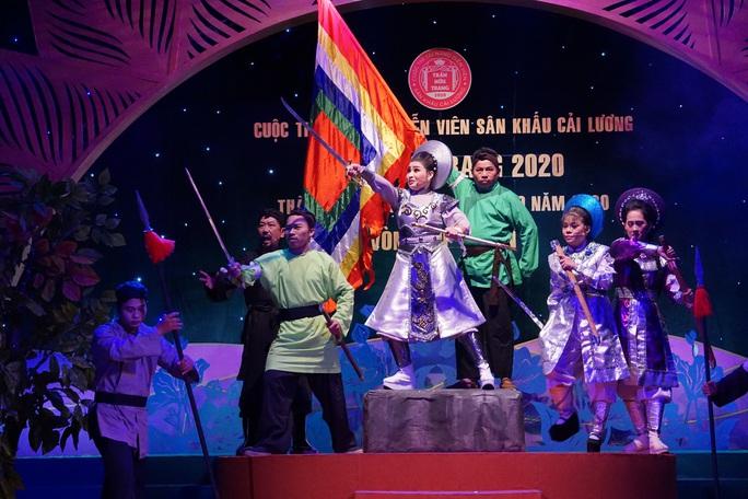 Đông nghệ sĩ ngôi sao chúc mừng diễn viên tranh tài Cuộc thi Trần Hữu Trang - Ảnh 11.