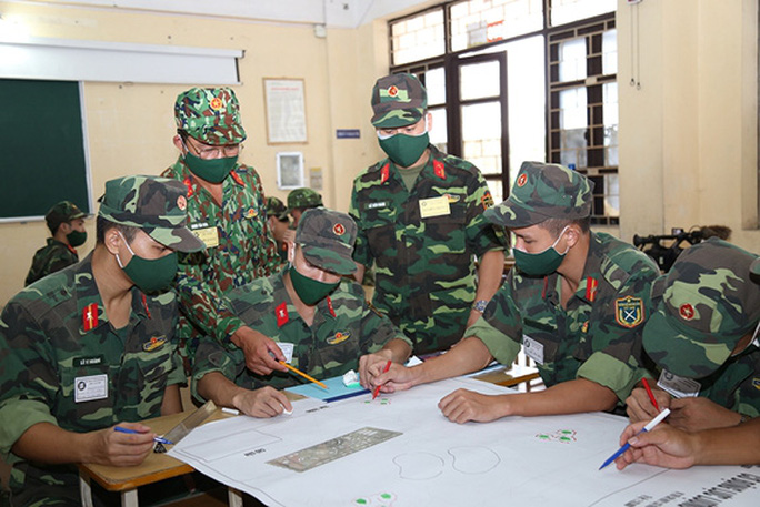 Điểm trúng tuyển vào trường quân đội tăng cao - Ảnh 1.