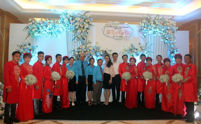 Xúc động lễ cưới tập thể dành cho công nhân khó khăn - Ảnh 7.