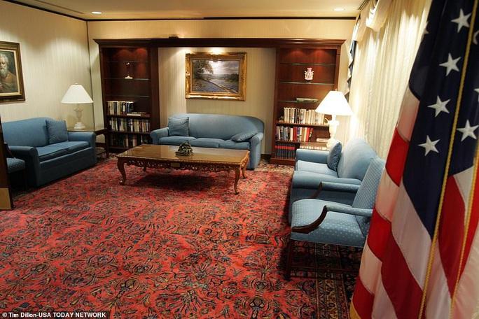"""Bên trong """"phòng tổng thống"""" tại bệnh viện ông Trump điều trị Covid-19 - Ảnh 3."""