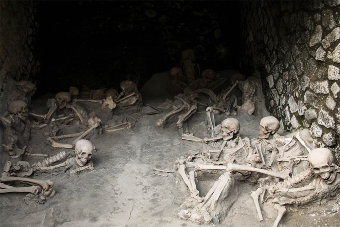 Rùng mình người hóa thủy tinh trong thị trấn ma 2.000 tuổi - Ảnh 3.