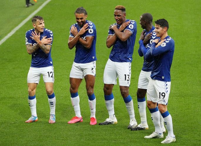 James Rodriguez thể hiện quyền năng, Everton chiếm ngôi đầu Ngoại hạng - Ảnh 8.