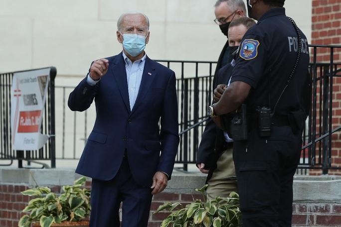 Ba lần âm tính với Covid-19, ông Biden vẫn chưa thoát nạn - Ảnh 1.
