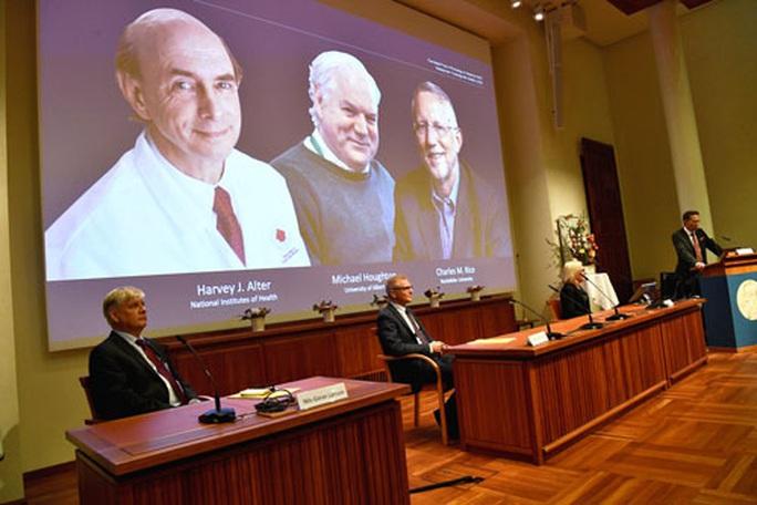 Giải Nobel Y học 2020: Tôn vinh khám phá về virus viêm gan C - Ảnh 1.