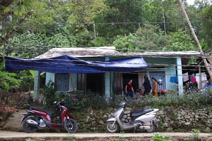 Báo Người Lao Động trao hơn 143,6 triệu đồng cho 2 cháu bé mồ côi ở Quảng Nam - Ảnh 9.