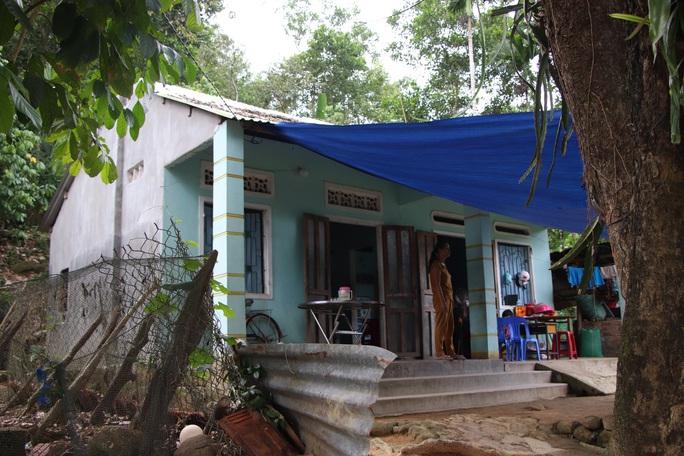 Báo Người Lao Động trao hơn 143,6 triệu đồng cho 2 cháu bé mồ côi ở Quảng Nam - Ảnh 8.