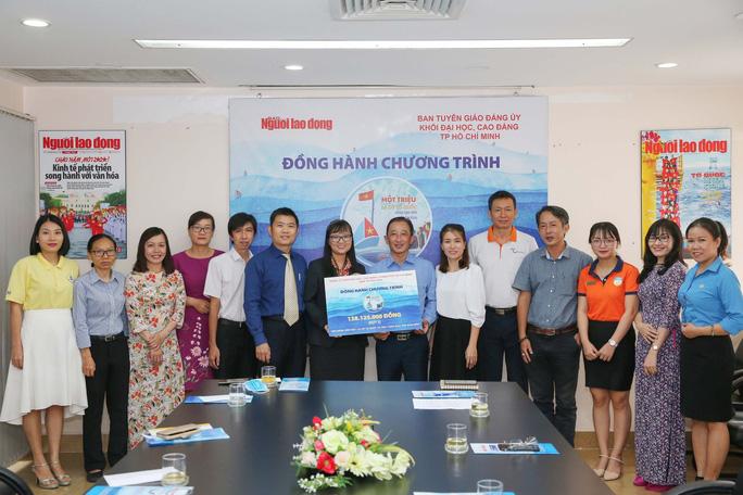 10 trường đại học ủng hộ chương trình Một triệu lá cờ Tổ quốc cùng ngư dân bám biển - Ảnh 1.