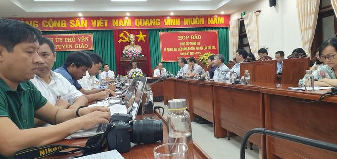 Đại hội Đảng bộ tỉnh Phú Yên: Tặng cặp giấy cho đại biểu - Ảnh 2.