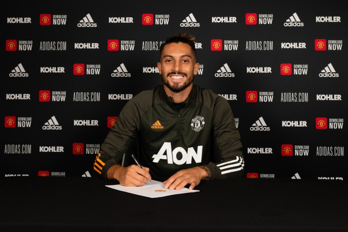Cavani nhận áo số 7, Telles và Pellistri gia nhập Man United giờ chót - Ảnh 5.