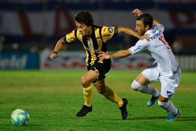 Cavani nhận áo số 7, Telles và Pellistri gia nhập Man United giờ chót - Ảnh 1.