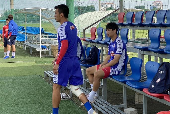 Công Phượng chấn thương trước thềm đại chiến giữa CLB TP HCM và Hà Nội FC - Ảnh 2.