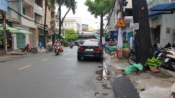 Tiết lộ nguyên nhân nam thanh niên đập xe BMW gần Bệnh viện Chợ Rẫy - Ảnh 1.