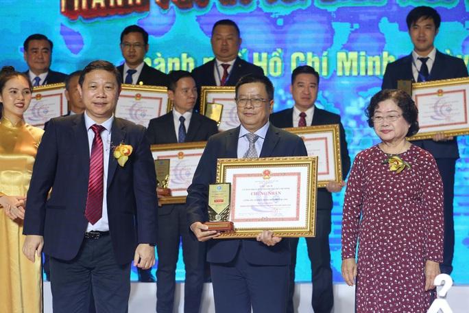 Tôn vinh 100 doanh nghiệp, 100 doanh nhân TP HCM tiêu biểu - Ảnh 2.