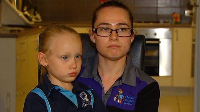 Úc: Bé gái nhập viện vì ăn dâu tây chứa kim - Ảnh 2.